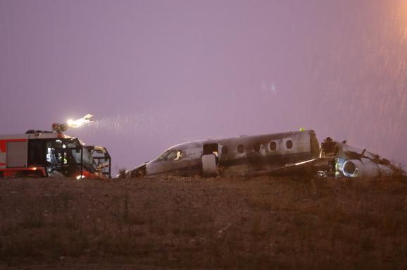 УСтамбулі під час аварійної посадки розбився літак