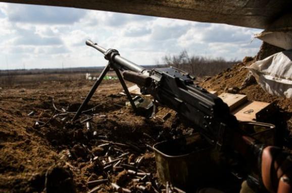 Штаб АТО: НаДонбасі задобу бойовики 27 разів порушили перемир'я