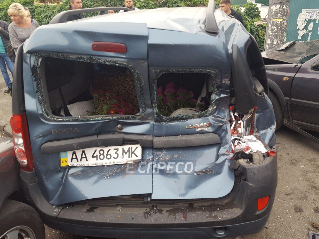 ДТП вКиеве: Столкнулись «КамАЗ» и 5 легковых автомобилей