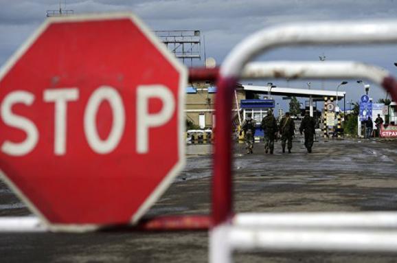 Спостерігачі: Через неконтрольований кордон зРФ їздить більше військових