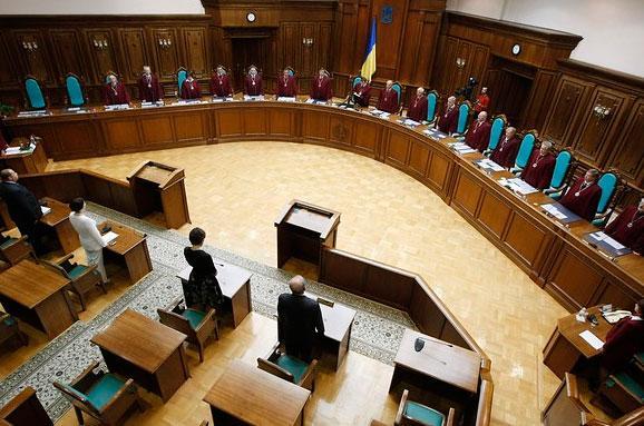 «Сюприз» для суддів: Рада надіслала доКС новий законопроект
