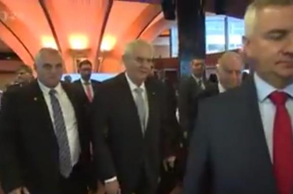 Скандальний президент Чехії нагрубіянив оператору: Виженіть, або яйого вб'ю