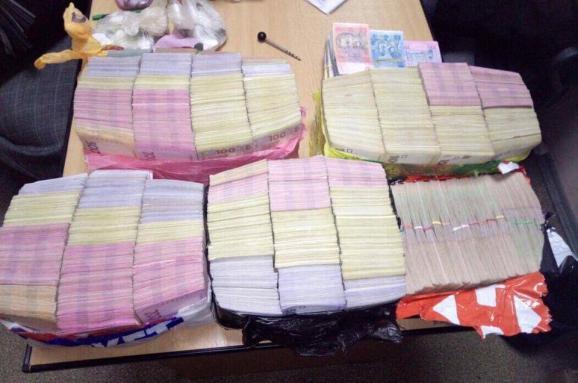 У ГПУ показали стоси валюти чернігівського