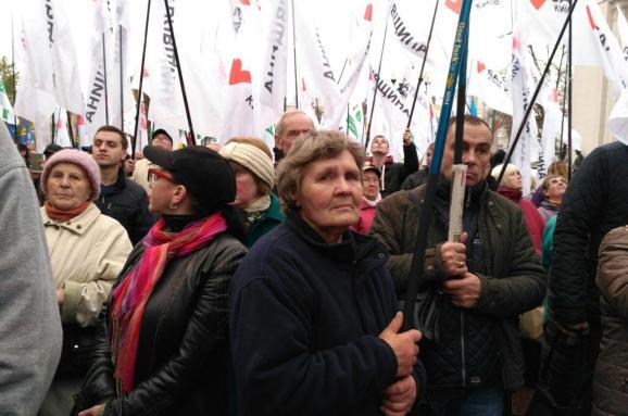 Под Радой собралось 4,5 тысячи человек. Кто они и чего требуют