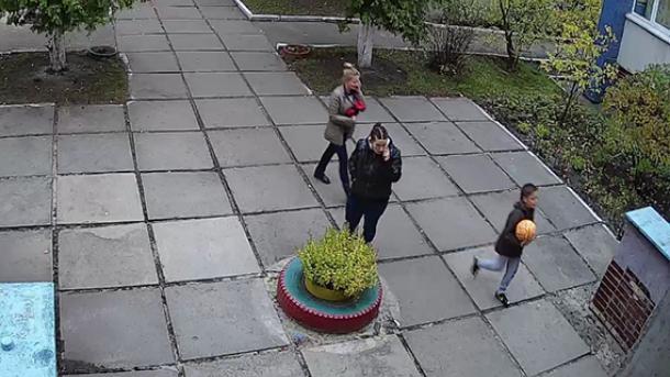 fakty.ictv.ua Немовля з дитсадку Києва викрала жінка  поліція описала  прикмети злодійки 9c999162a6e3e