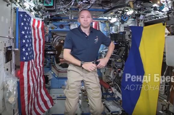 Астронавт NASA зізнався, чому полетів укосмос із прапором України: опубліковано відео