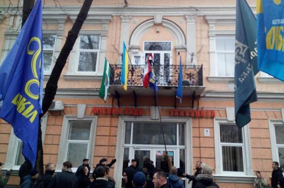 Посла України викликали до МЗС Угорщини через знятий угорський прапор на Закарпатті