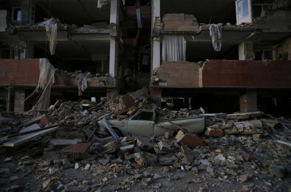 Кількість жертв потужного землетрусу в Ірані перевищила 445, ще тисячі травмованих