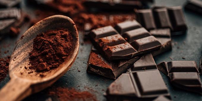 Черный шоколад внезапно стал полезным. Как так получилось и при чем здесь производитель сникерсов