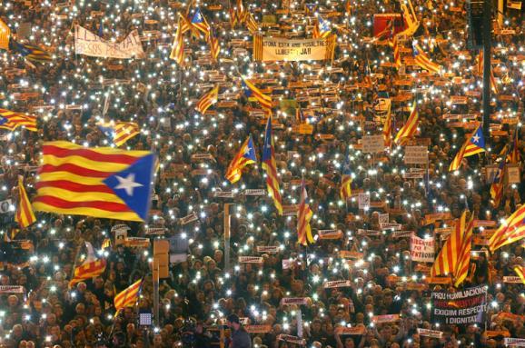 Россия влезла в референдум в Каталонии. И поплатилась за это