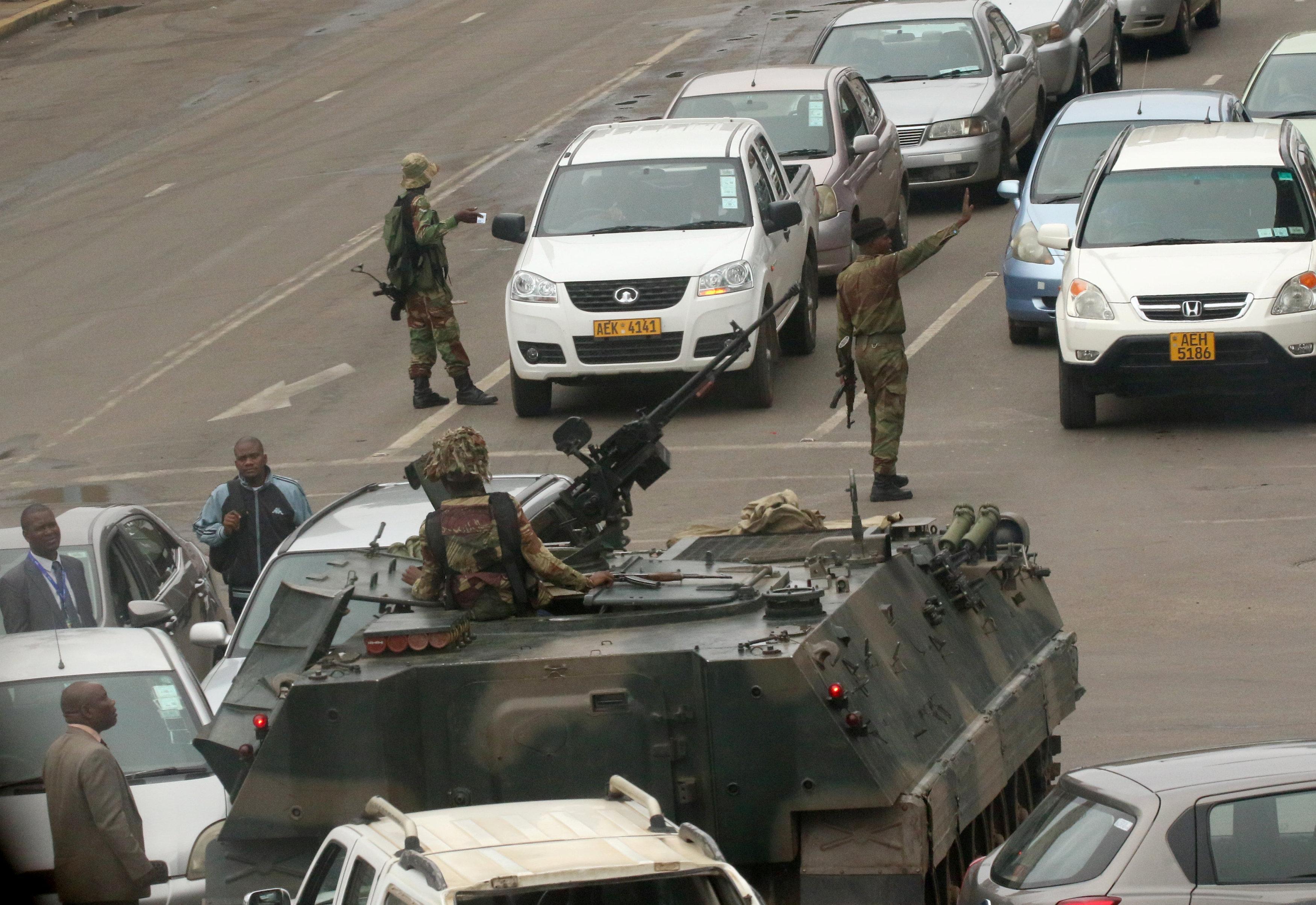 У Зімбабве взяли під варту президента Мугабе і його дружину