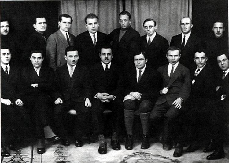 """В СССР возвели дом-ловушку, который погубил десятки гениальных украинцев. Зачем стоит знать, что такое """"Дом """"Слово"""""""