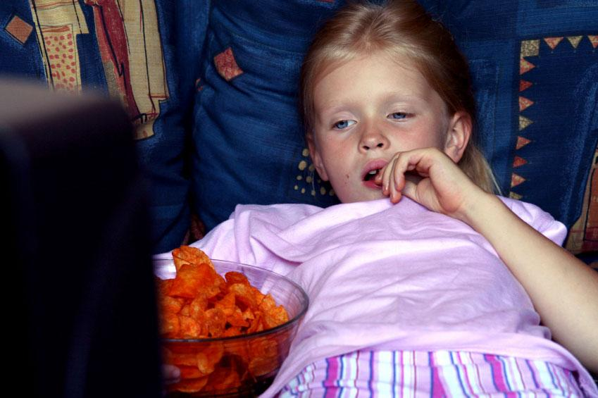 Картинки по запросу кушать перед телевизором