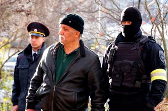 Ванексованому Криму ФСБ проводить обшуки і затримання кримськотатарських активістів