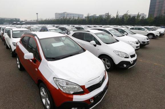 Украинцы купили вдвое больше импортных автомобилей, чем в прошлом году. Откуда взялся этот автобум