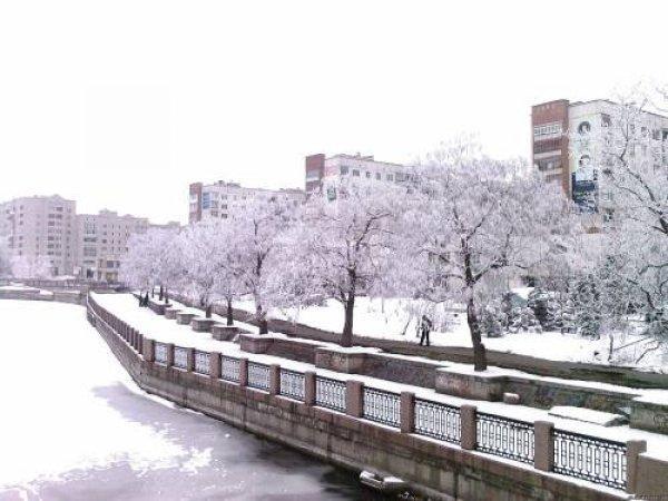 Зимова набережна ріки Інгул у Кропивницькому
