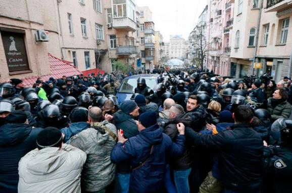 МВС: Усутичках під будинком Саакашвілі постраждало декілька правоохоронців