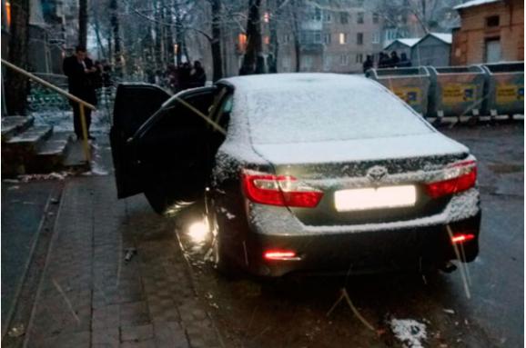 У центрі Харкова підірвали автомобіль, в якому був поліцейський