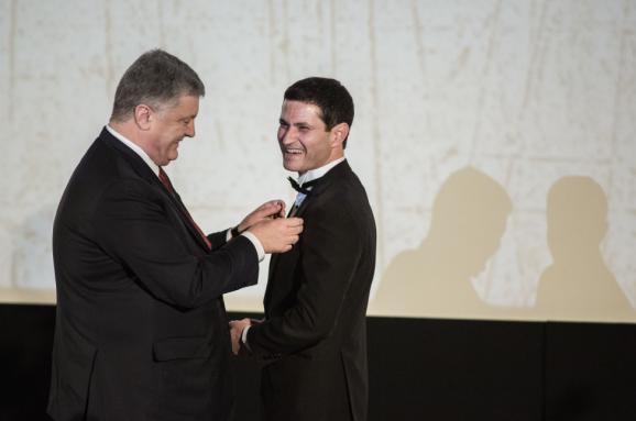 Порошенко вручив орден режисеру фільму