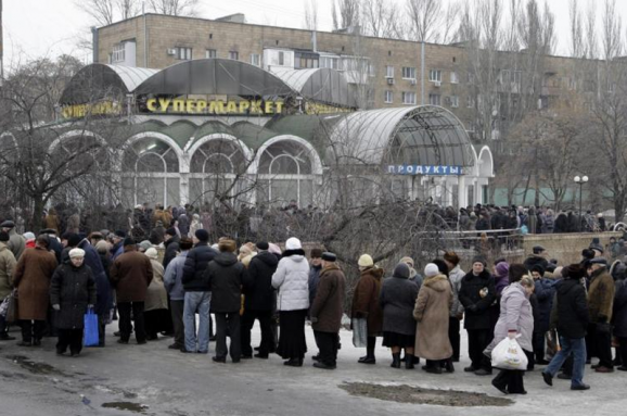 Люди на Донбассе остро нуждаются в пище. Кто должен их кормить