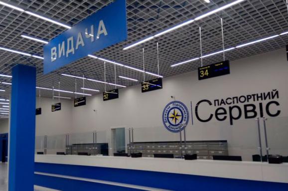 Скільки українців чекають на біометричні паспорти: невтішні дані