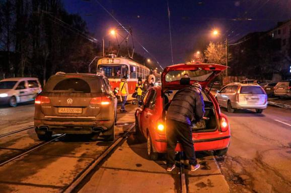 Как в Украине изменится парковка: Новые штрафы, наказания для евроблях и скидки для ответственных