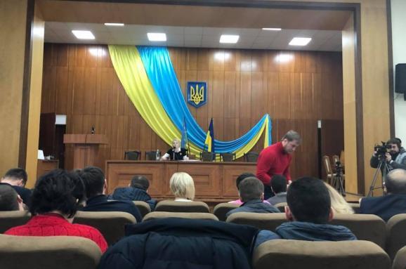 Скандал у міськраді під Києвом: сесію відкрили гімном Росії
