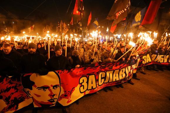 Сотни факелов и барабанный бой: как в Киеве отметили день рождения Бандеры. Фоторепортаж