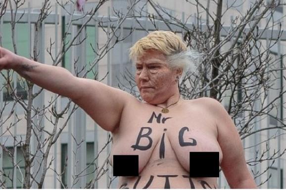 Активістка Femen роздяглася перед посольством США і спародіювала Трампа