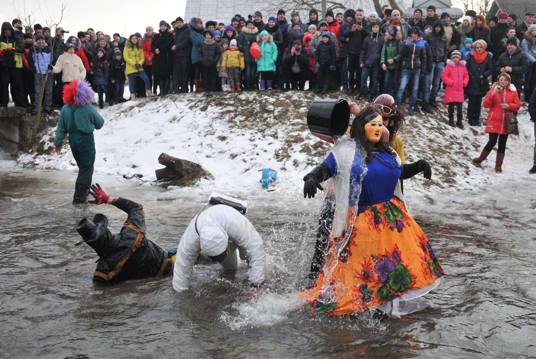 Ведьмы, черти и медведи. Почему нужно ехать на трешевый украинский праздник Маланки