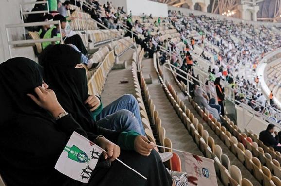 У Саудівській Аравії жінкам дозволили ходити на футбол без чоловіків