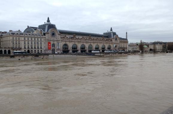 Через повінь уПарижі евакуювали 1500 людей