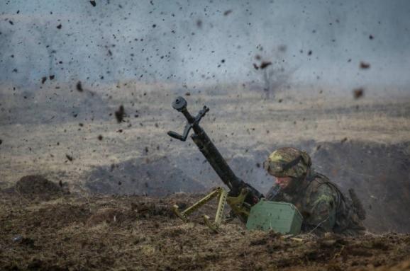НаДонбасі загинув військовий: терористи стріляють зартилерії і мінометів