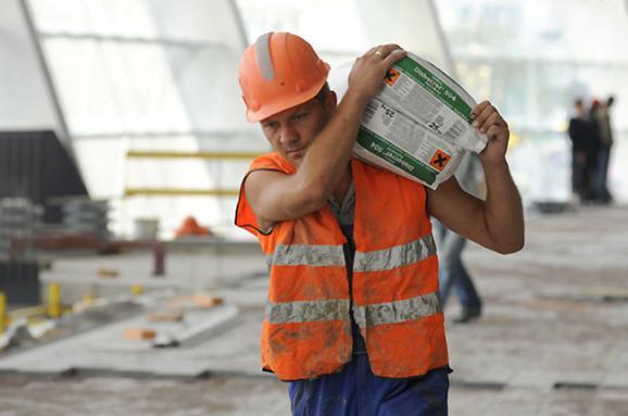 Заробітчани дають Україні в 4 рази більше валюти, ніж іноземні інвестори