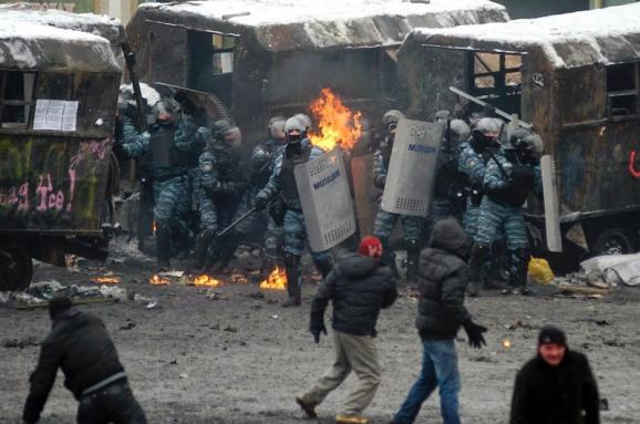 10 тезисов российской пропаганды относительно Майдана, которые продвигают адвокаты Януковича в суде, и их опровержение