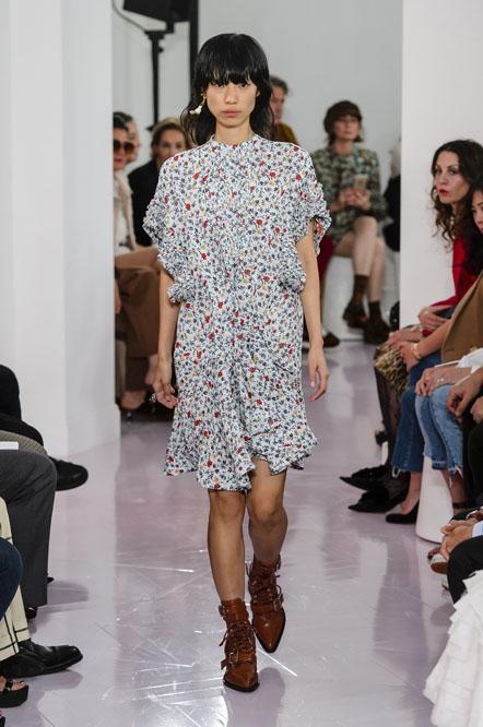 Тренчи, джинсовая мания и цветочный принт. Как одеваться этой весной
