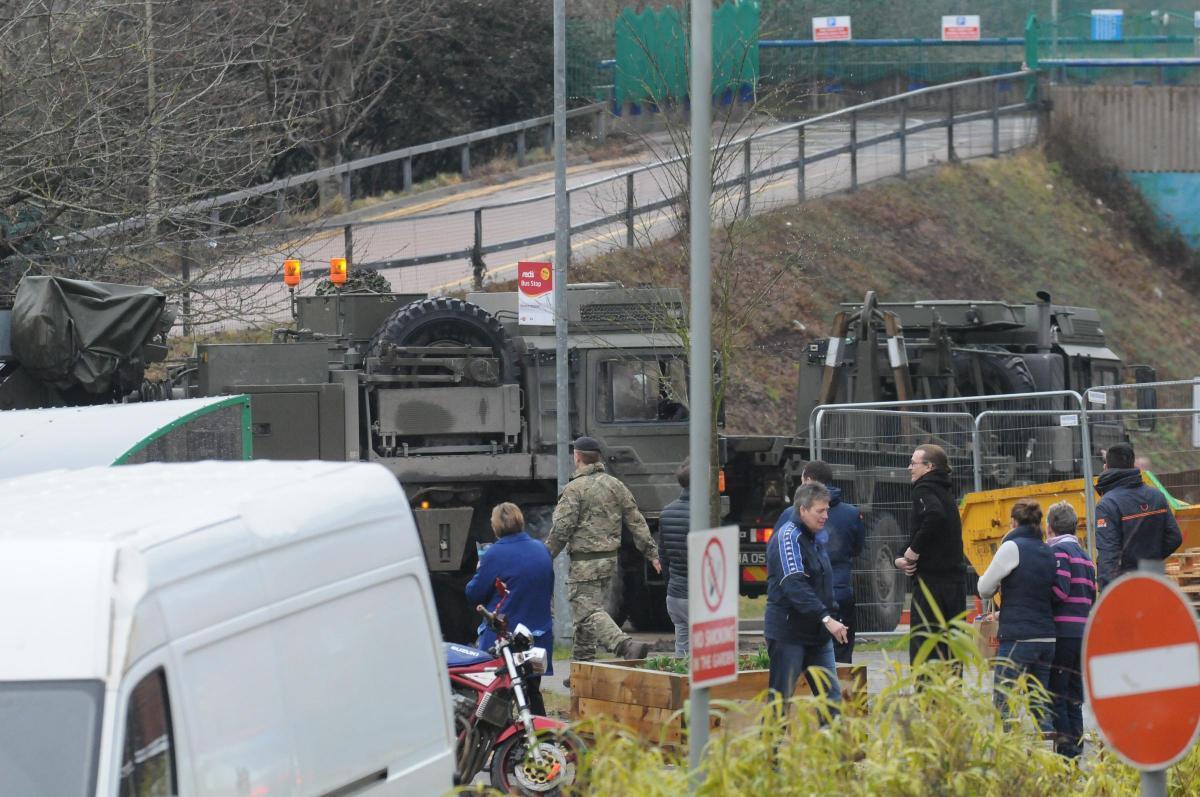 """Отравление """"перебежчика"""" Скрипаля: британские полисмены и военные эксгумировали тела его сына и жены, - СМИ. Фоторепортаж"""