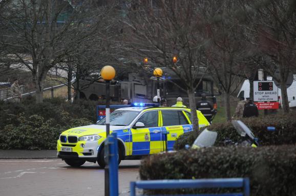 Отравление «перебежчика» Скрипаля: британские полисмены и военные эксгумировали тела его сына и жены, — СМИ. Фоторепортаж