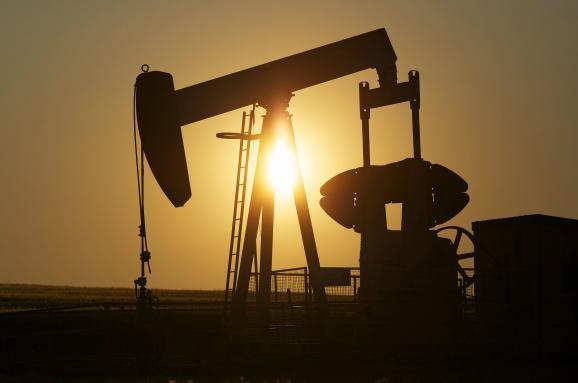 Бензин по 300. Значительное подорожание или забвение — какое будущее у нефти