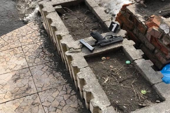 У Києві чоловік влаштував стрілянину в супермаркеті, поранено жінку