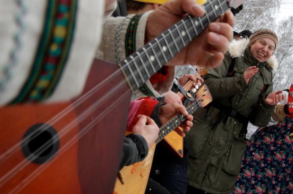 У Латвії депортували російських артистів через порушення закону про балалайки