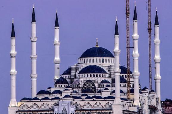 У Стамбулі завершують будувати найбільшу мечеть Європи