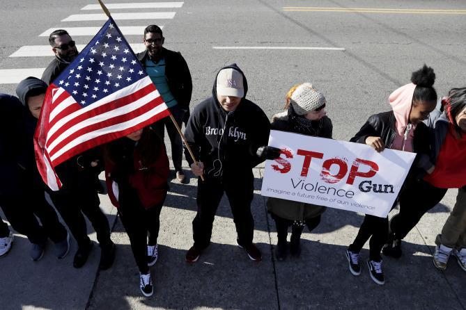 #Neveragain. Почему в США митингуют против свободного обращения оружия. Фоторепортаж
