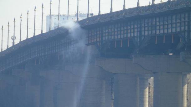 У Києві обмежили рух на мосту Патона через прорив труби
