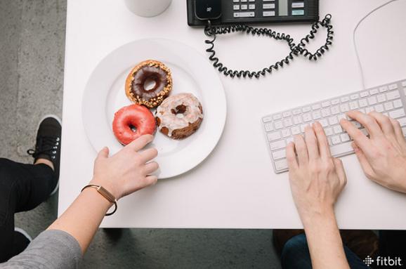 Как отказаться от сладостей в офисе