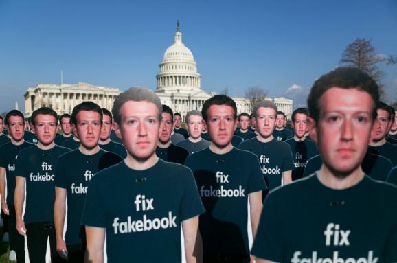 Робот или рептилия: Как и почему в соцсетях издеваются над Цукербергом