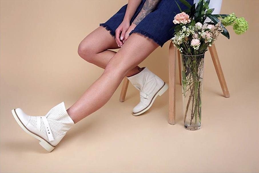 FATYANOVA - це бренд жіночого взуття. Його засновниця Крістіна Фатьянова  спочатку хотіла створювати одяг. Пізніше дівчина вирішила 35494829cca5d