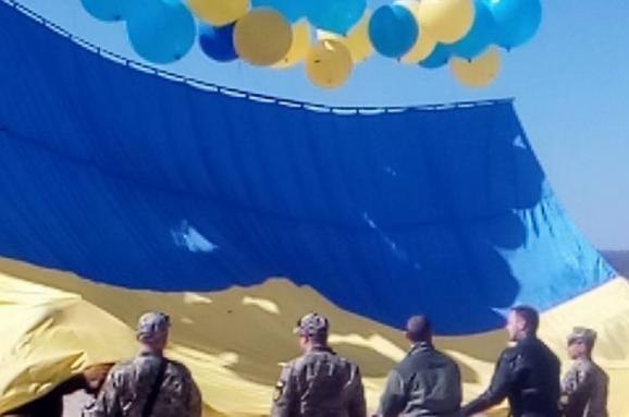 Унебо над окупованих Донбасом запустили прапор України: опубліковано фото