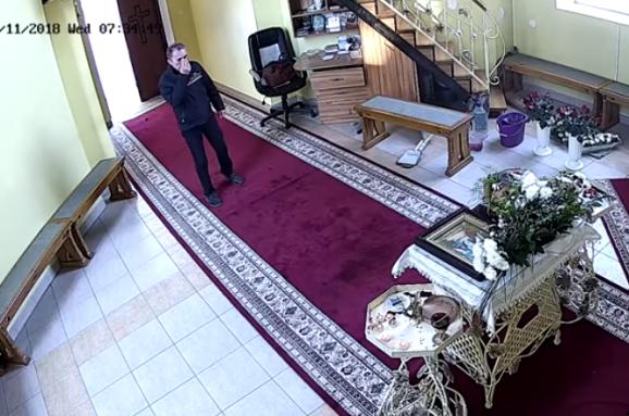 У Тернополі набожний злодій тричі перехрестився, а потім викрав гроші з церкви