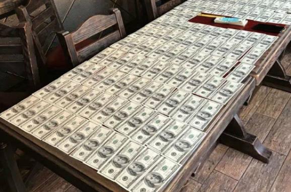 $24 тисячі за рекламу: у столиці бізнесмена спіймали на хабарі посадовцю КМДА